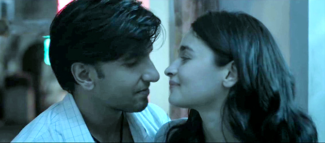 Gully Boy Review: Ranveer rocks!
