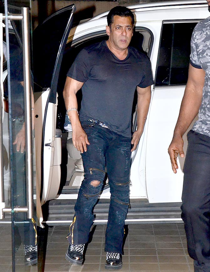Current Bollywood News & Movies - Indian Movie Reviews, Hindi Music & Gossip - PIX: Salman, Jacqueline, Bobby, Daisy party