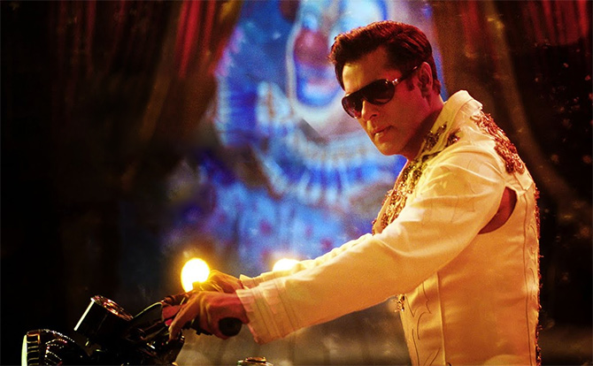 Current Bollywood News & Movies - Indian Movie Reviews, Hindi Music & Gossip - Like Salman's patriotic act in Bharat teaser?