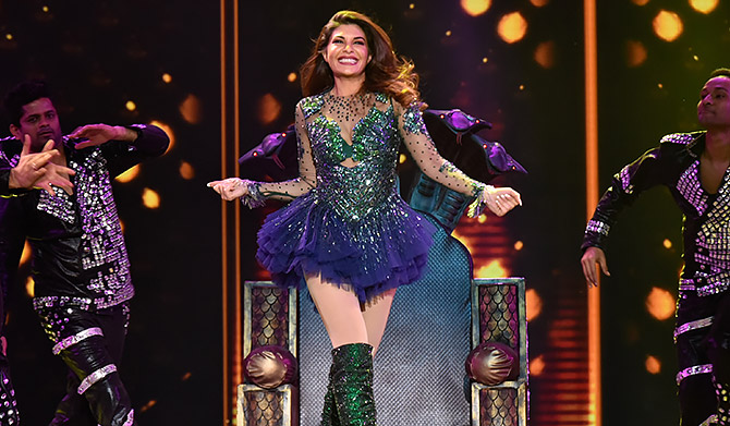 Current Bollywood News & Movies - Indian Movie Reviews, Hindi Music & Gossip - PIX: Watch Jacqueline perform!
