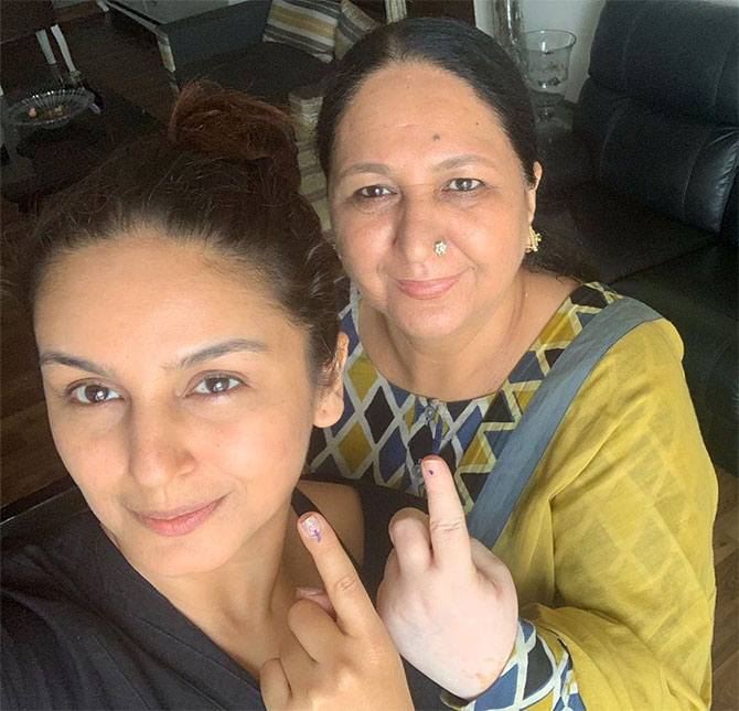 Don't miss! Bollyfolk and their beautiful moms - Rediff com