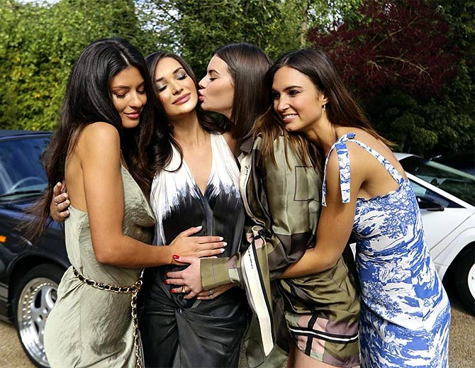 Amy Jackson with friends