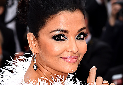 Cannes: Doesn't Aishwarya look stunning?
