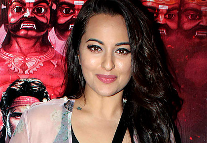 PIX: Sonakshi watches a movie with Sidharth