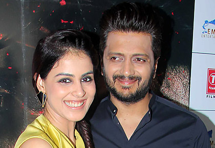 PIX: Riteish-Genelia party with Sidharth
