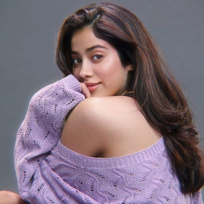 Janhvi Kapoor shows off her toned back