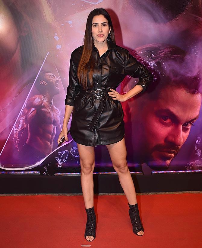 Pix Katrina Watches A Film With Sonam Disha Rediff Com Movies