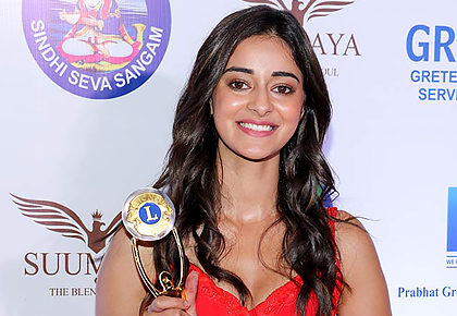 PIX: Ananya Panday, Hina Khan win awards