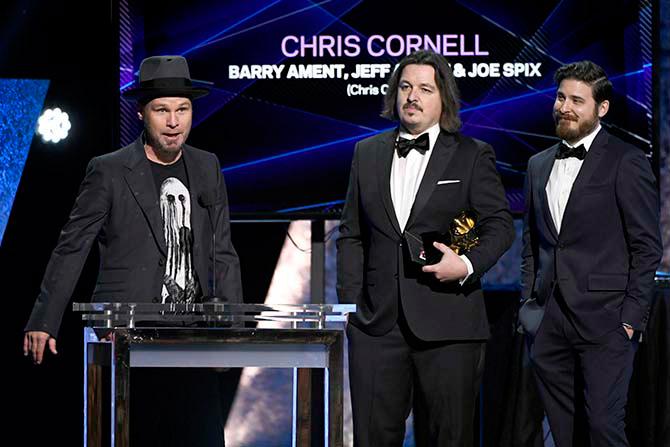 Resultado de imagen para Chris Cornell, Barry Ament, Jeff Ament, Jeff Fura & Joe Spix