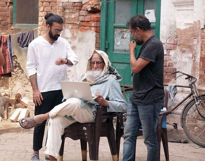 Amitabh Bachchan flanked by Producer Ronnie Lahiri, left, and Director Shoojit Sircar