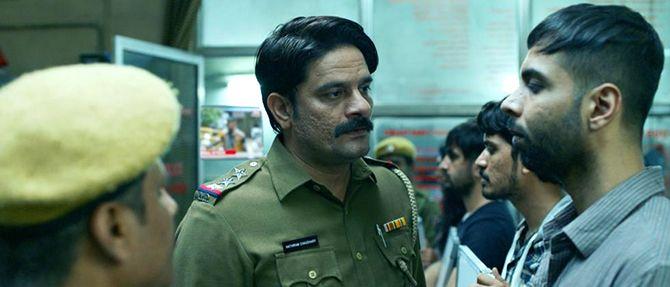 Jaideep Ahlawat as Inspector Hathiram Chowdhury questions Abhishek Banerjee's Hathoda Tyagi in Pataal Lok