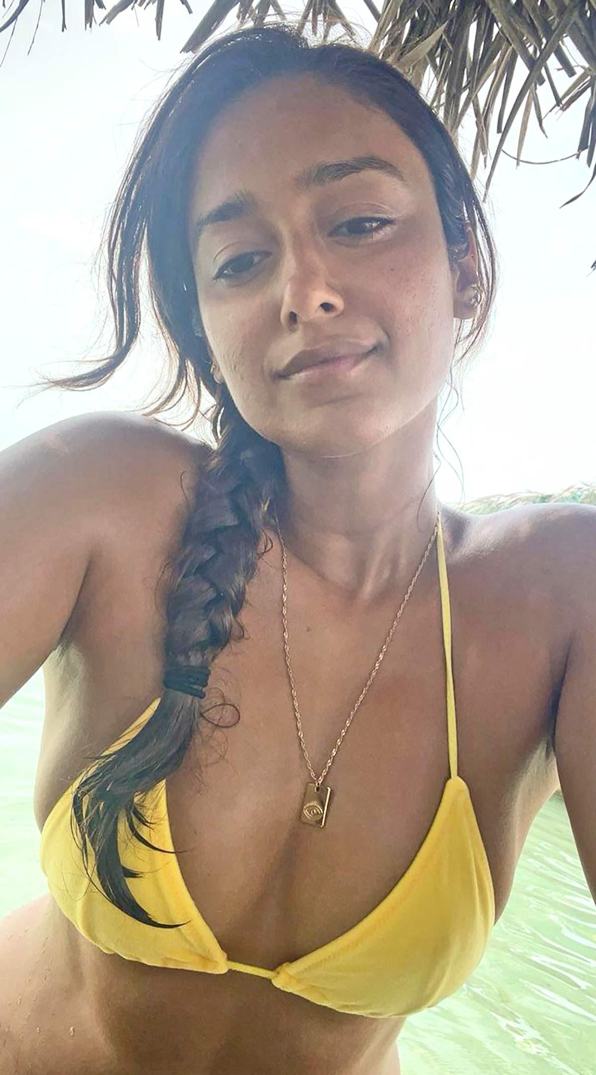 Ileana in #Throwback bikini mode
