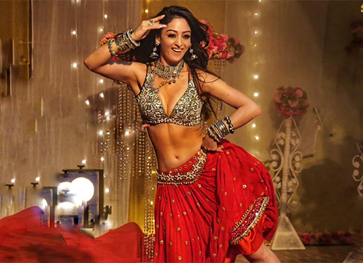 Is Sandeepa a HOTTER Munni than Malaika?