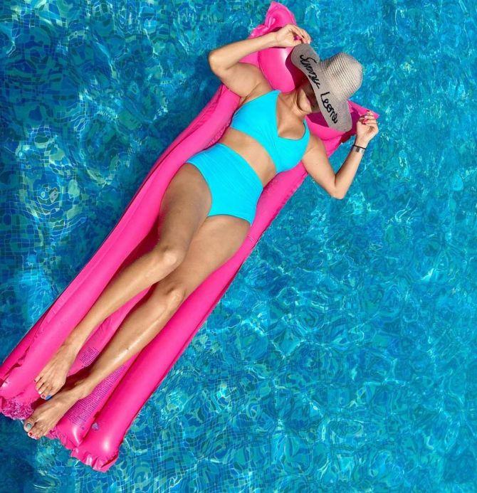 Sunny leone Stripping Hot in Tiny Pink Bikini Bottom
