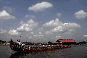The chundan vallom (snake boat) at the Nehru Cup 2009