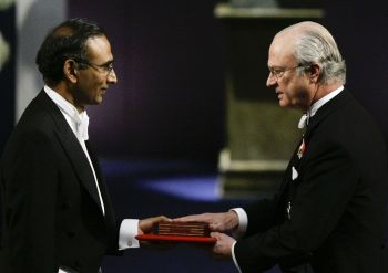 Dr Venkatraman receives the 2009 Nobel Prize in Chemistry from Sweden's King Carl XVI Gustaf at the Concert Hall in Stockholm