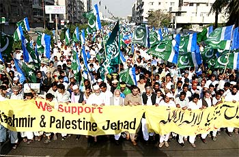 Jamaat-e-Islami members demonstrate against 'India's occupation of Kashmir' in Karachi