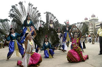 Dancers at the Dassehra eclebrations in Mysore