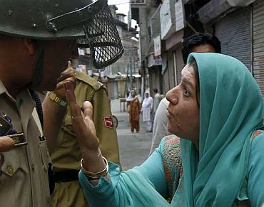 A Kashmiri woman argues with a police officer