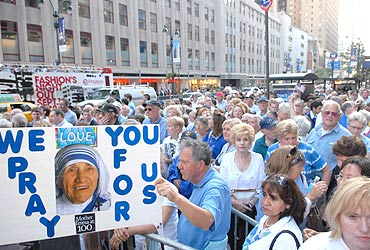 Empire State shuts door, but NYC celebrates Mother Teresa