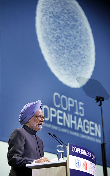 Prime Minister Manmohan Singh addresses the United Nations Climate Change Conference in Copenhagen