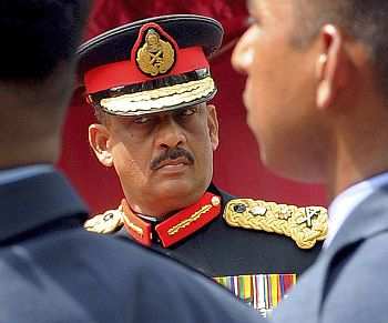 Sri Lanka's then Chief of Defence Staff Sarath Fonseka takes part in a ceremony at the army head quarters in Colombo July 15, 2009