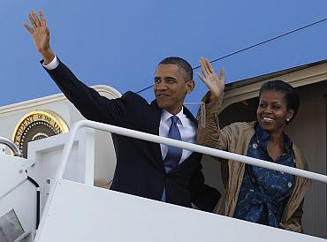 Barack and Michelle Obama board Air Force One