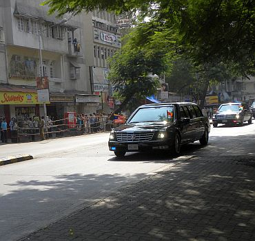 Obama's cavalcade in Colaba. Obama is travelling in the second car