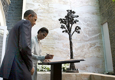 US President Barack Obama and first lady Michelle Obama write in the visitor's book