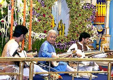 Ustad Amjad Ali Khan performing at Sathya Sai Baba's birthday celebration
