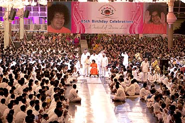 Sai Baba surrounded by thousands of devotees at his birthday celebrations at Puttaparthi
