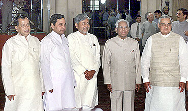 Former Prime Minister Vajpayee and President K R Narayanan chat with new ministers (L-R) Arjun Sethi, B K Tripathi and Nitish Kumar in 1998
