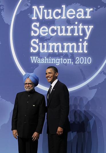 US President Barack Obama greets India's Prime Minister Manmohan Singh (L) at the Nuclear Security Summit in Washington