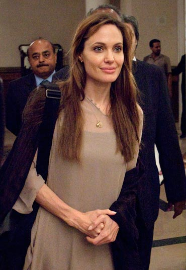 Jolie donated $100,000 for victims of Pakistan's floods