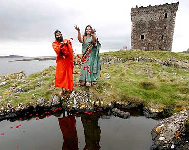 Sunita Poddar with Baba Ramdev on Little Cumbrae island