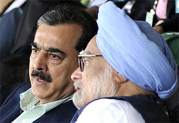 Dr Singh with Pakistan PM Gilani