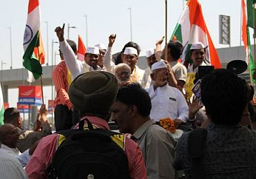 Hazare gets home support