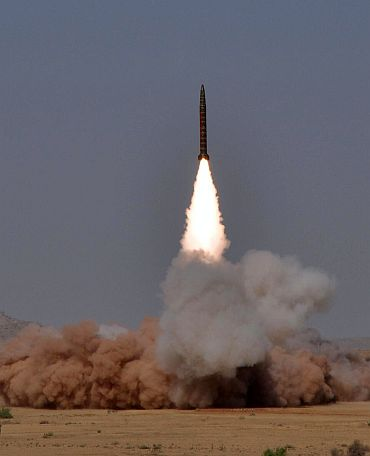 US 'ready with plan to snatch' Pak's nukes