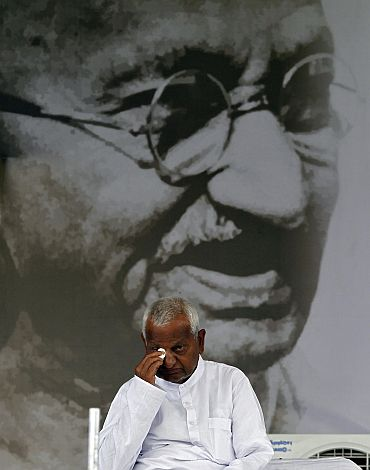 Anna Hazare during the seventh day of his indefinite fast at Ramlila Ground in New Delhi