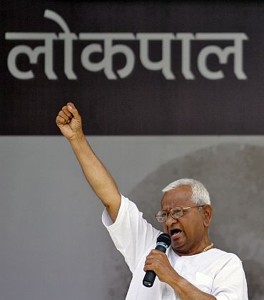 Anna Hazare shouts slogans as he addresses his supporters