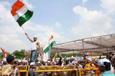 People wave the tri-colour at Ramlila Maidan after Hazare breaks his fast