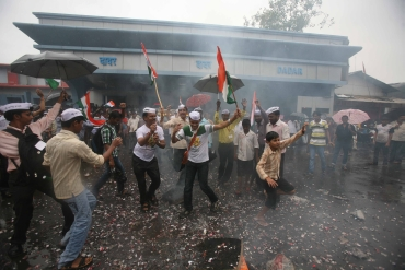 India erupts in celebration of Anna's victory
