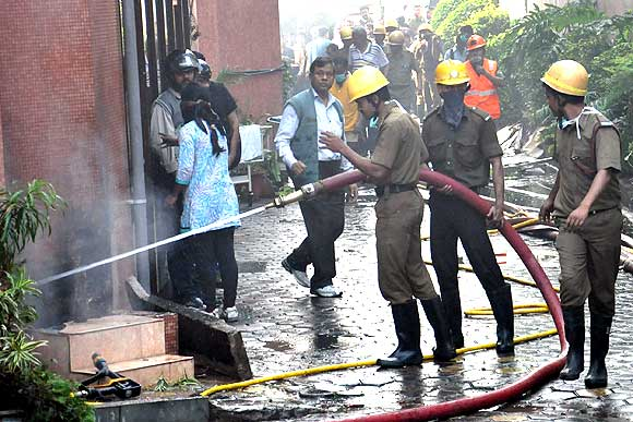 Seven held for Kolkata hospital fire, toll rises to 90