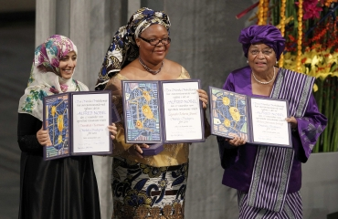 Nobel Peace Prize winners Yemeni human rights activist Tawakul Karman (L), Liberian peace activist Leymah Gbowee (C) and Liberian President Ellen Johnson-Sirleaf pose with their awards during a ceremony in Oslo