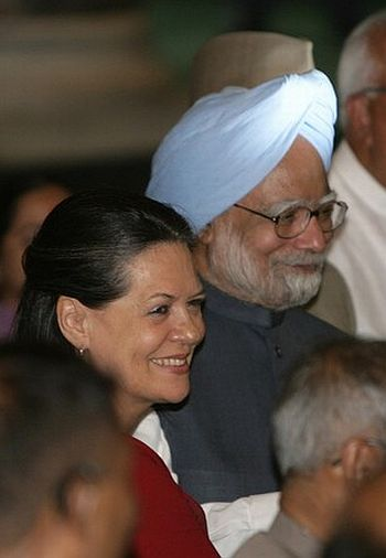 Congress chief Sonia Gandhi with Prime Minister Manmohan Singh