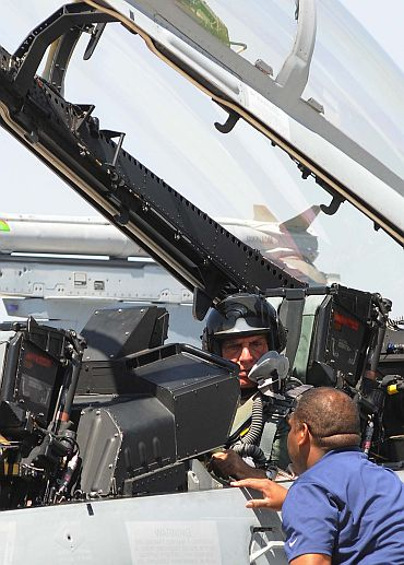 Ratan Tata co-piloted US aerospace major Boeing's F-18, the Super Hornet at the air show