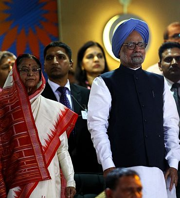 President Pratibha Patil with Prime Minister manmohan Singh at a public function