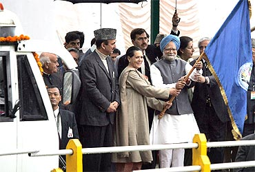 Prime Minister Manmohan Singh and Congress president Sonia Gandhi flag off a bus to Muzaffarabad in PoK