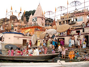 Devotees at the Dashwamedh ghat in Varanasi