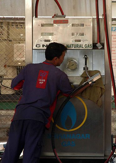 An attendent at a CNG refilling station